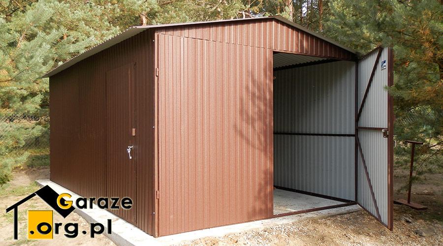 Chłodny Blaszany garaż dwuspadowy 3x5 - brama otwierana na boki UR67